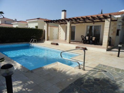 Detached 3 Bedroom Villa with Walking Distance to the Beach in SEA CAVES Area