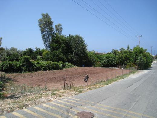 Large plot of land with perfect location in Chlorakas