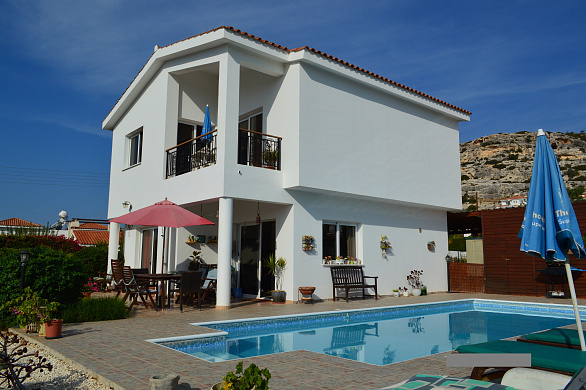 3 Bedroom Villa for sale in Peyia