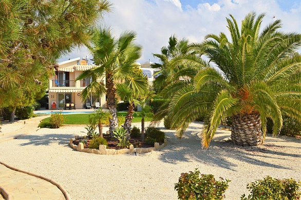 3 Bedroom Spacious Villa, first Line to the Sea - Coral Bay