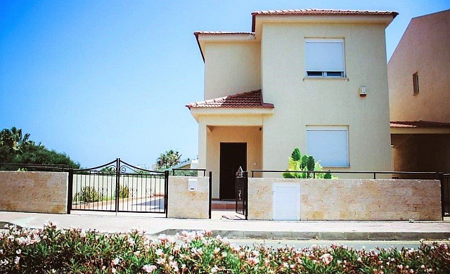 Attractive 3 Bedroom Detached Villa with Private Swimming Pool and Sea Views in St. Raphael area - Limassol