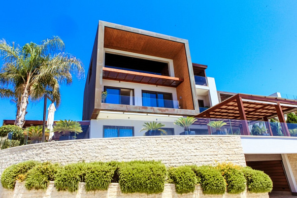 Seafront luxury 4 bedrooms villa for sale in Limassol