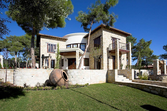 Deluxe villa with private swimming pool and Small separate guest house on huge plot for sale in Souni area - Limassol