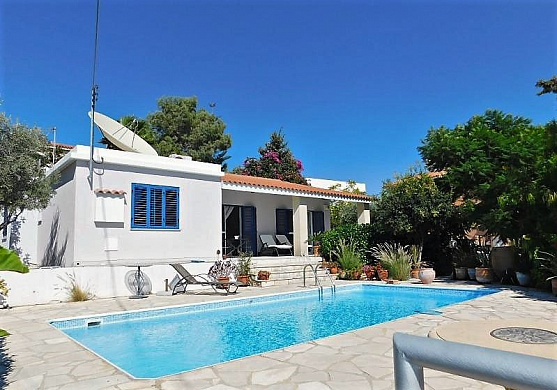 Exclusive three bedroom detached villa with private pool for sale in Tremithousa village