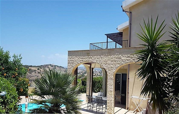 4 Bedroom villa with private pool and large plot for sale in stunning location in Pissouri village - Limassol District