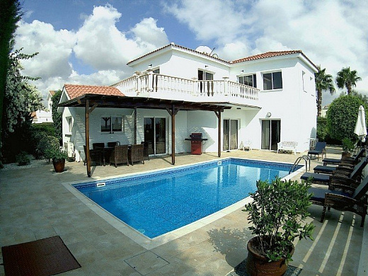 Spacious 4 Bedroom Villa in Coral Bay, Walking Distance to the Beach