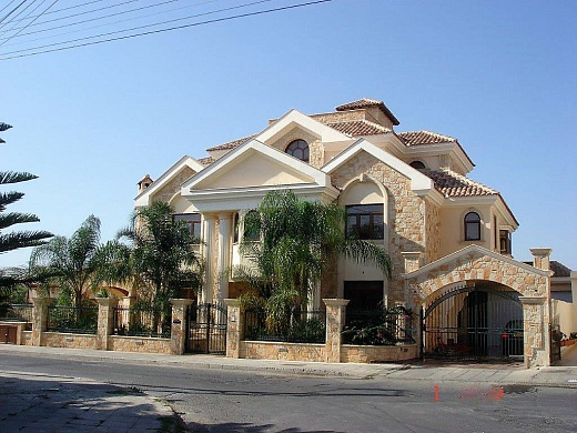 Luxury 5 Bedroom Villa with private pool in Prime Location for sale - Limassol