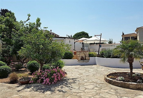 For Sale Stunning 4 Bedroom Villa with Private Swimming Pool on Huge Plot in Tala Village - Paphos