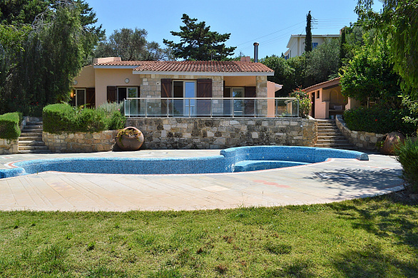 For Sale Top Quality Secluded Bungalow with Private Pool on Huge Plot in Tala village - Paphos