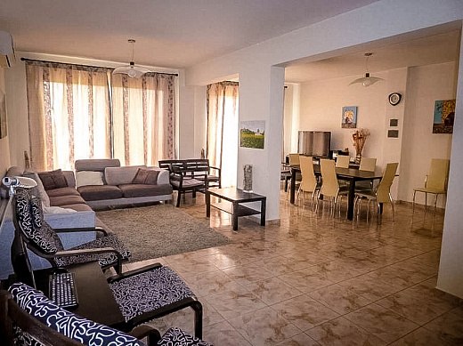Spacious 3 bedroom villa with Swimming Pool,Walking distance to the Sea- Chloraka