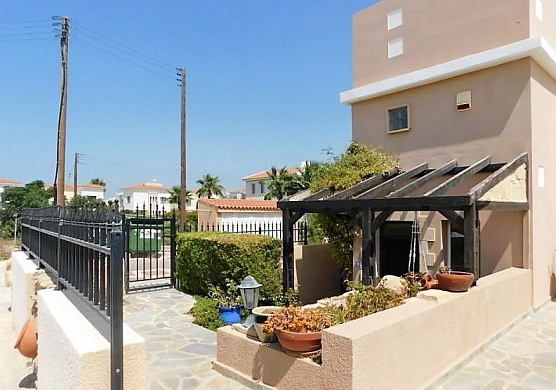 For Sale 4 Bedroom villa with Private Swimming Pool in Prime Location in Chloraka Village - Paphos