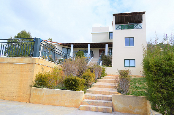 Amazing 5 Bedroom villa for rent in Sea Caves area in Peyia